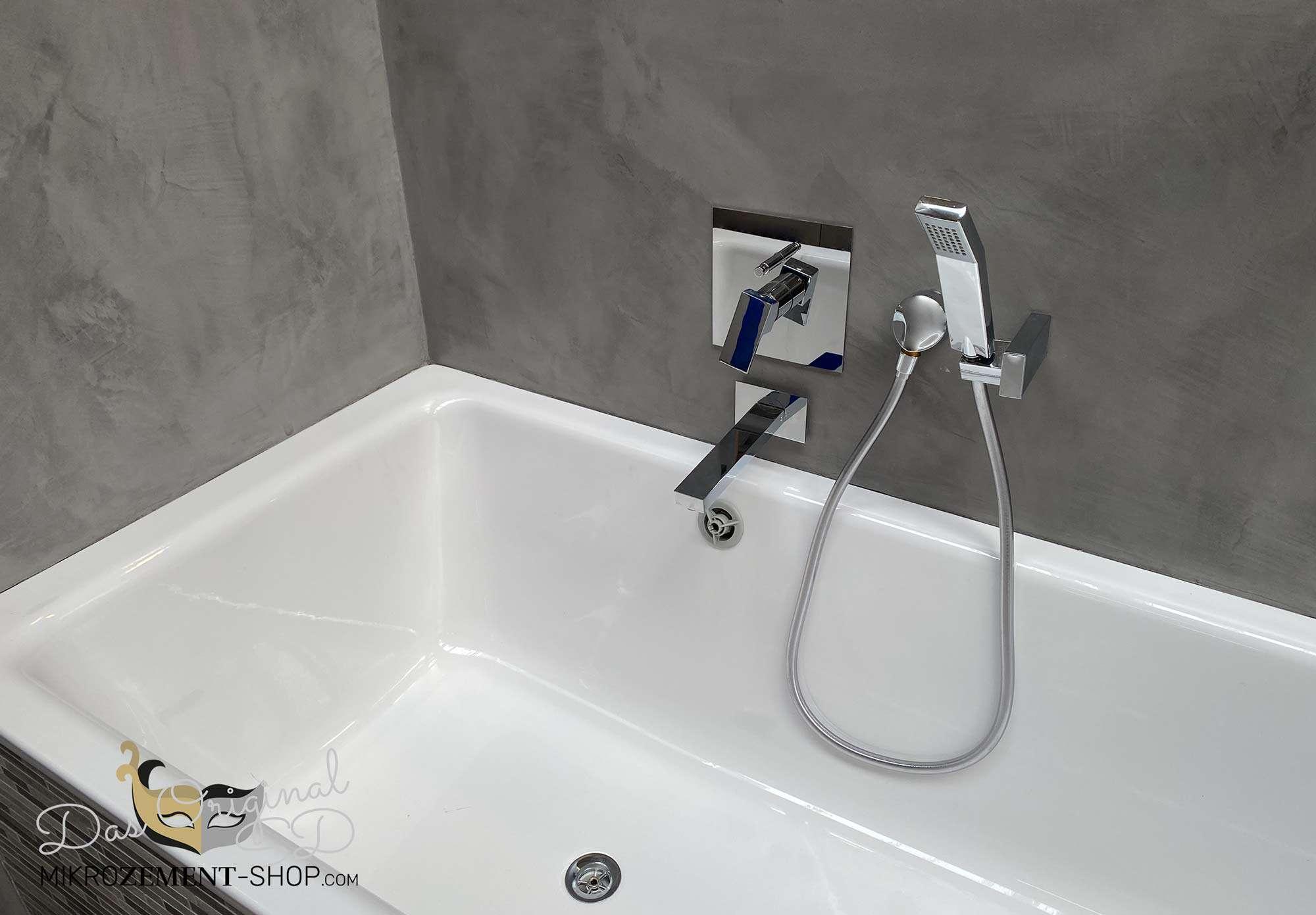 Mikrozement hinter der Badewanne