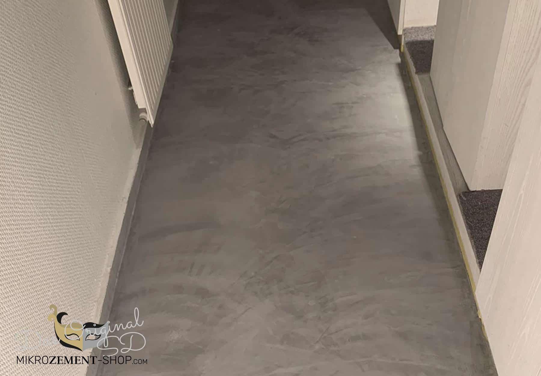 Mikrozement auf dem Boden