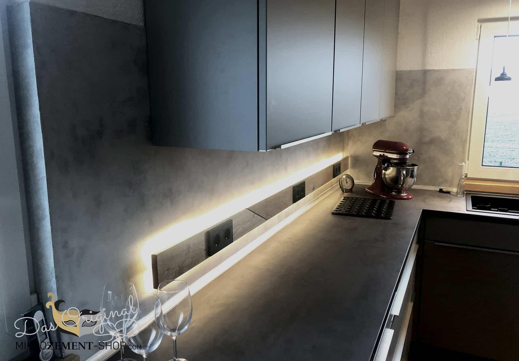 Mikrozement Küche mit indirektem Licht