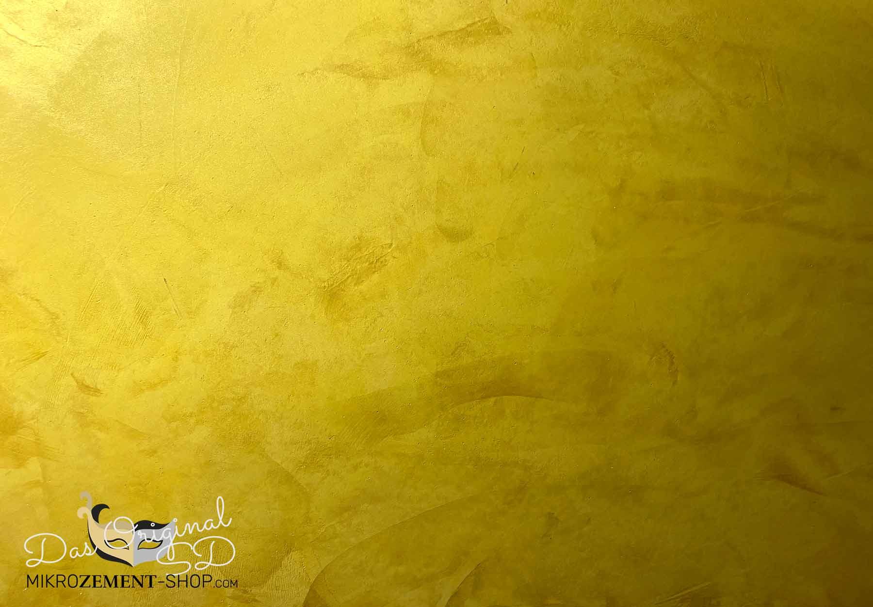Goldenes Mikrozement spachteln