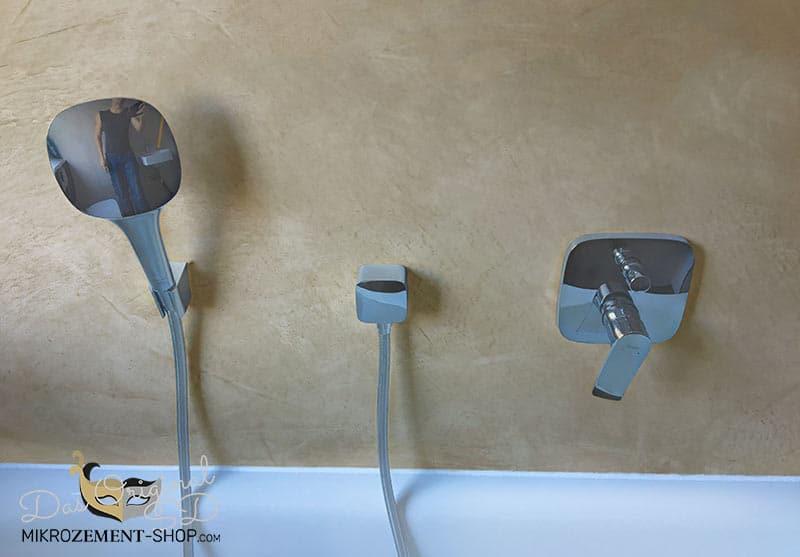 Mikrozement in der Dusche über der Wanne